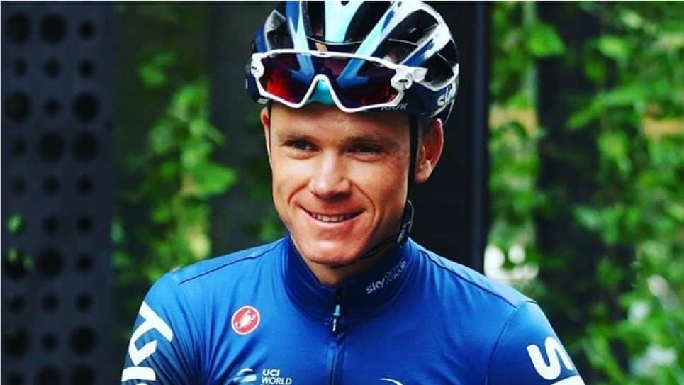 VIDEO | Un ciclista aficionado acompaña a Chris Froome en chanclas