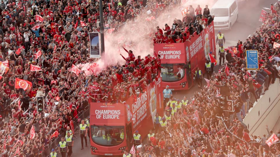 VIDEO | Una marea roja festeja la Champions League del Liverpool
