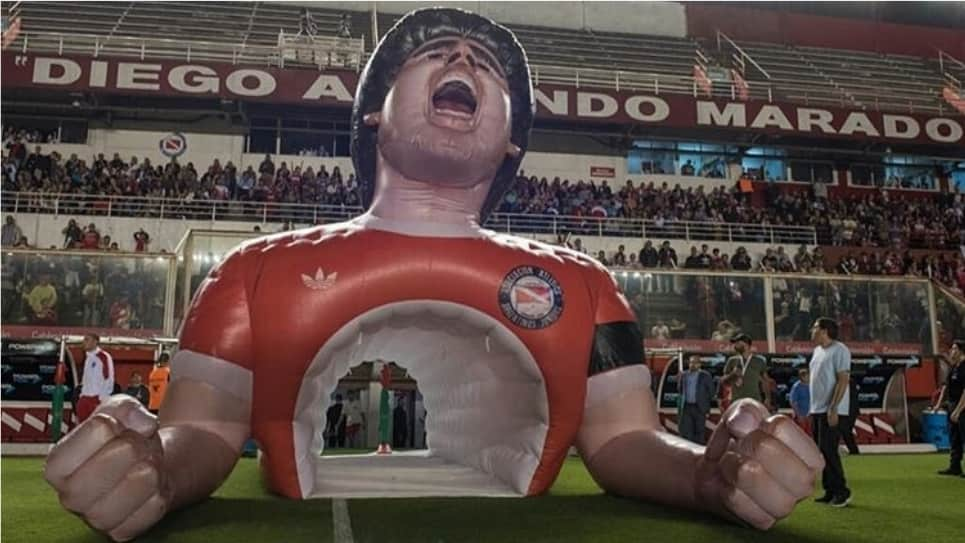 VIDEO | El túnel de Argentinos Juniors en honor a Diego Maradona