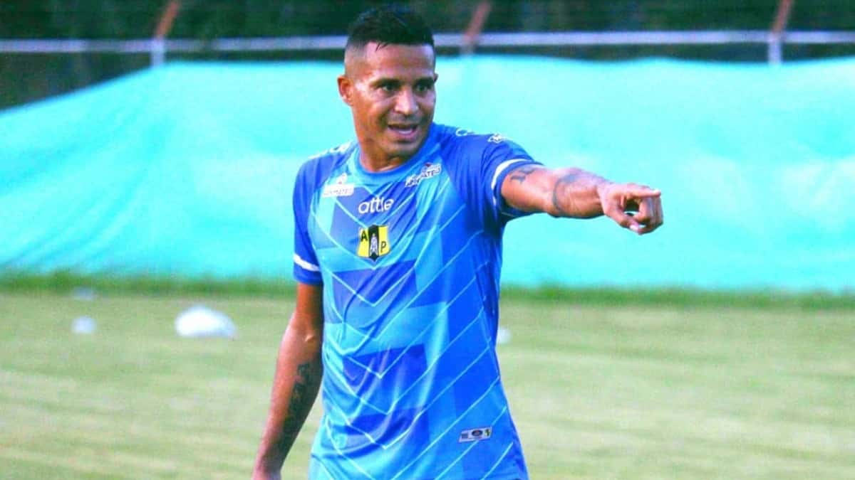 Macnelly Torres critica