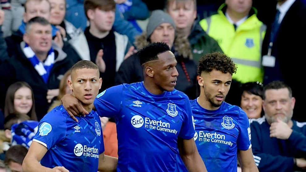 Yerry Mina, Richarlison, Calvert-Lewin. Everton / AFP