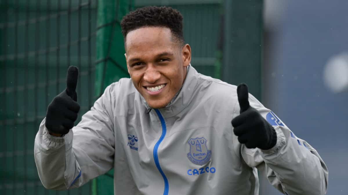 Yerry Mina estará disponible con Everton ante Burnley